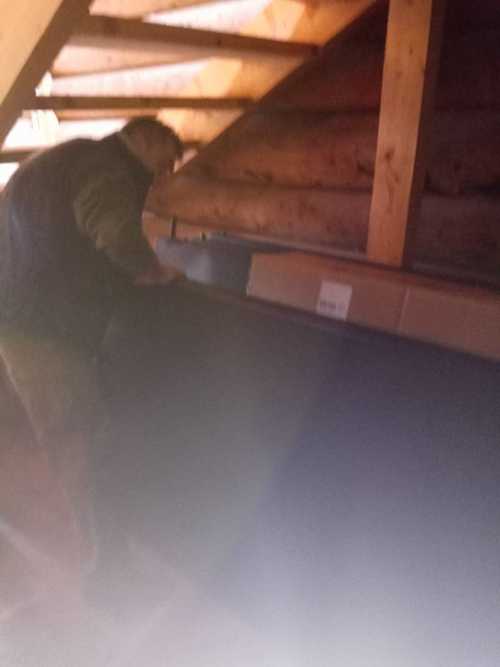 Привезли на Сокіл сонячні колектори для нагріву води